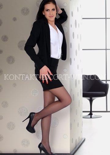 escort-girl-monika