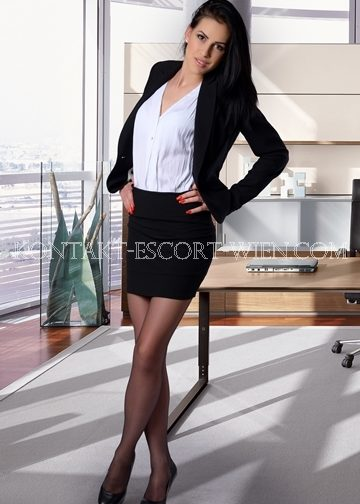 escort-model-monika